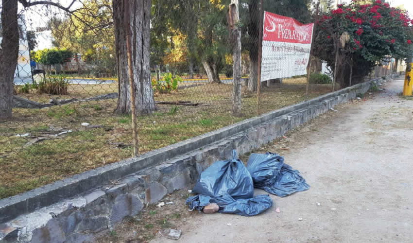 En Tlaquepaque fueron encontradas dos bolsas negras con restos humanos, al parecer de dos personas. El hallazgo ocurrió en la calle Alba y Pemex, cerca de la carretera libre a Zapotlanejo, en la colonia Lomas de San Pedrito/Foto: Especial