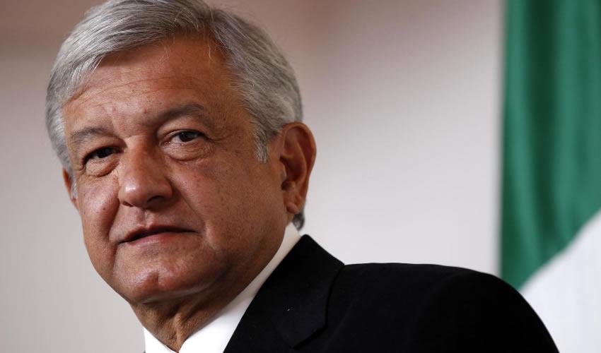 "Andrés Manuelovich López Obrador ...""antes venezolano, hoy ruso""..."