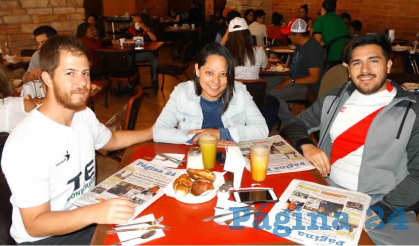 Carlos Cabrera, Jessica Ordóñez y Fabián Noel compartieron el pan y la sal en el restaurante Las Antorchas