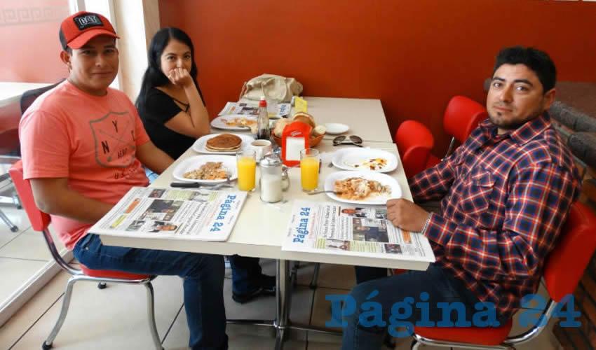 En el restaurante Del Centro almorzaron Luz Ruvalcaba, Aurora Ruvalcaba, Fernanda Rangel, Anayantzi Hernández, Ayari Rangel y Athziri Barbosa