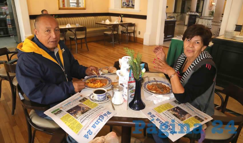 En Sanborns Francia compartieron el pan y la sal Luis Vilchis López y Evelia Martínez Monreal