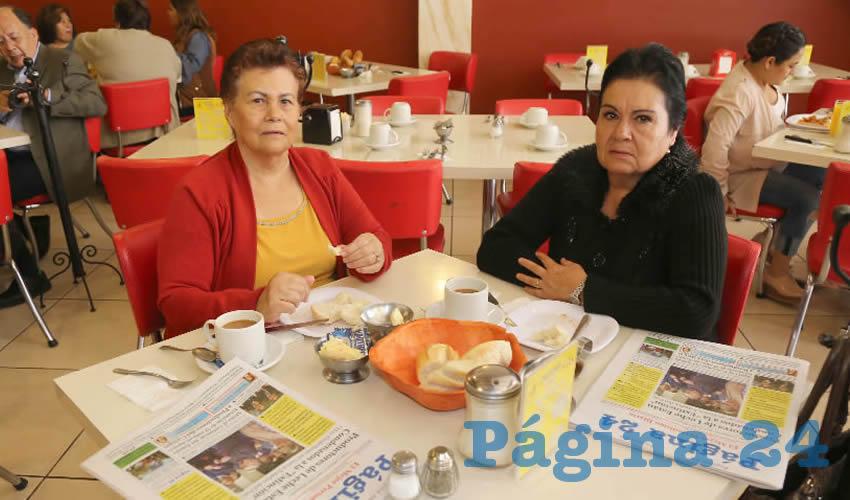 En el restaurante Mitla compartieron el primer alimento del día Carmen Pedroza Cuellar y Sara Esparza Macías