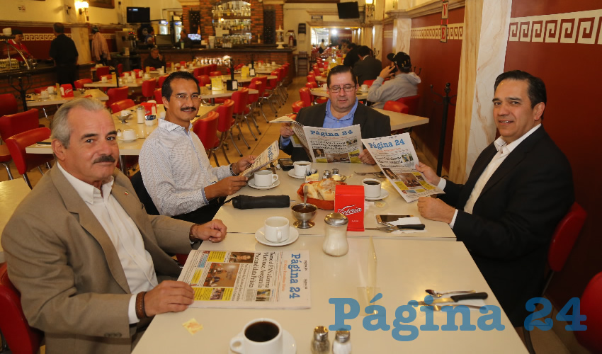 En el restaurante Mitla almorzaron Luis Fernando Muñoz Marañón, jefe de Desarrollo Económico del Municipio de Pabellón; Enrique Gómez Galván, Juan Carlos Medina Mazzoco, delegado de Nafin; y René Navarro Fierro