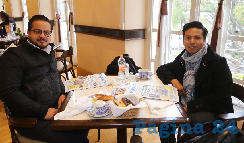 En Sanborns Francia compartieron el pan y la sal Diego Zamora Velarde y Pedro Ávila, que nos visitan de la Ciudad de México