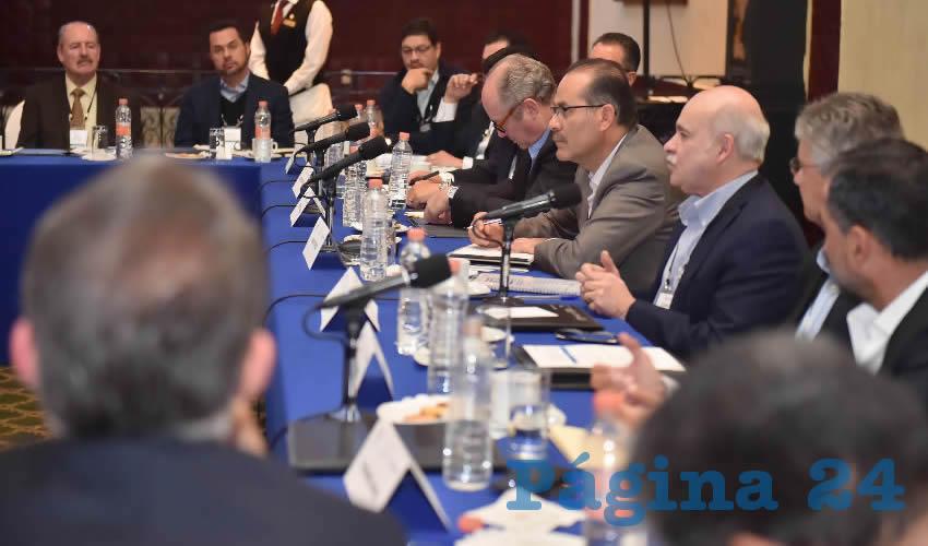 El gobernador Martín Orozco Sandoval y el director general adjunto de Citibanamex, Rodrigo Zorrilla Quiros, presidieron la entrega de resultados del taller