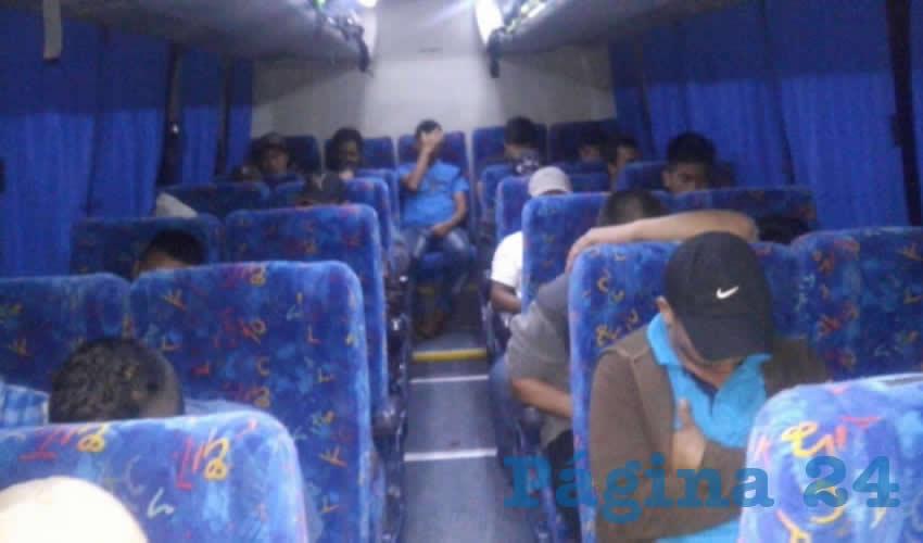 Los 42 adultos y niños fueron llevados al Instituto Nacional de Migración