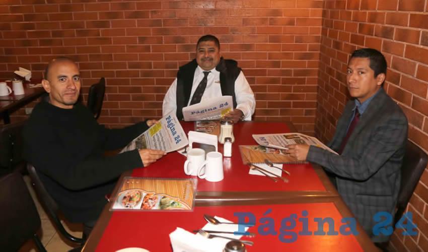 En Las Antorchas compartieron el primer alimento del día Ángel López Guerrero, Arturo Mata García y Alan Sánchez Morales
