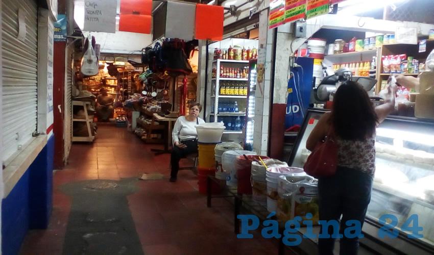 Amenazan con clausurar locales en mercado municipal de Tlaquepaque