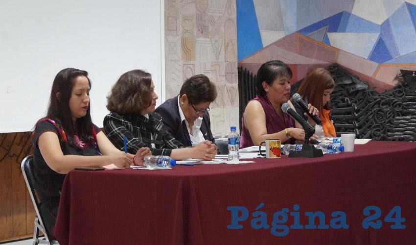 Las panelistas resaltaron el tema de las mujeres en el ámbito electoral, en donde en el estado de Zacatecas se ha logrado que las candidaturas no sean solo para hombres, y se postule en el 50 por ciento de cargo de elección popular a mujeres (Foto: Merari Martínez Castro)