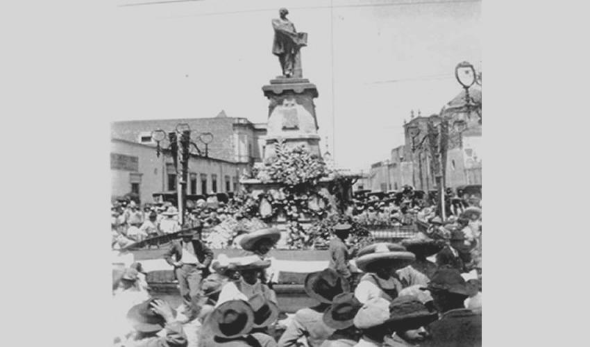 El monumento de Benito Juárez, a inicios de siglo (Fuente: BPCCB, AATV, 1Ft1-4 b10)