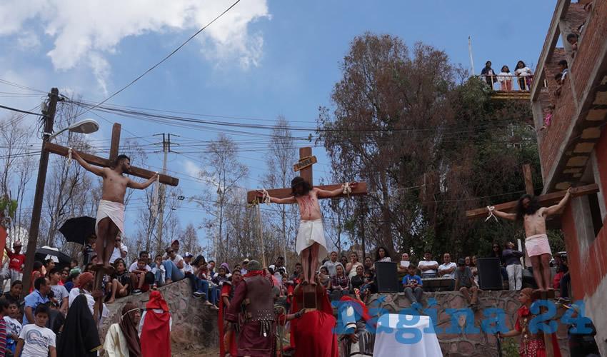 Referente al personaje principal, que escenifica a Jesús, comentó, es realizado por Marco Antonio González Ibarra, quien tiene cerca de 20 años realizando esta actividad.