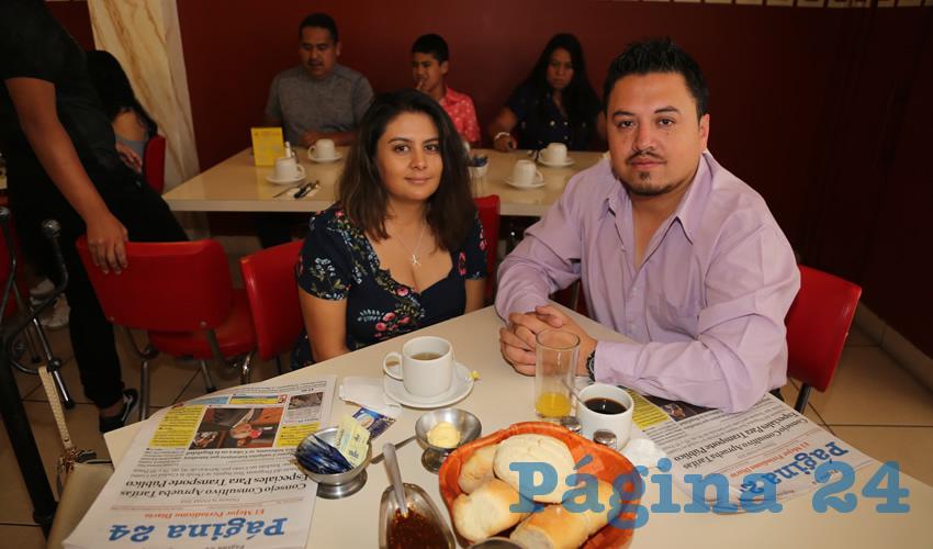 En el restaurante Mitla almorzaron Marisol Nájera Herrera y Aldo Covarrubias Macías