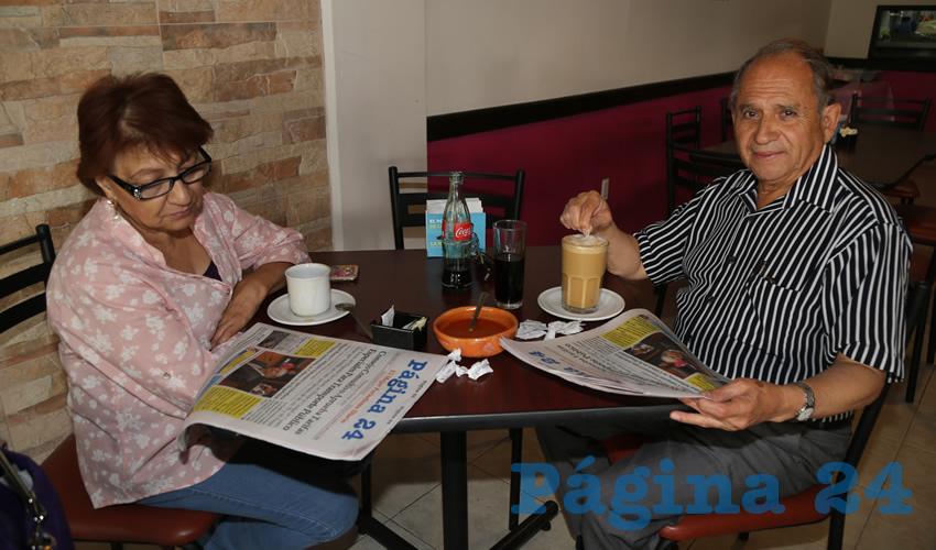 En el restaurante La Madero almorzaron Clara Reyes de Alonso y Francisco Alonso Bahena