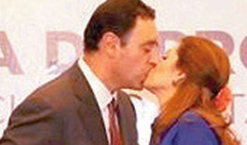 Si como se besan, gobernaran...