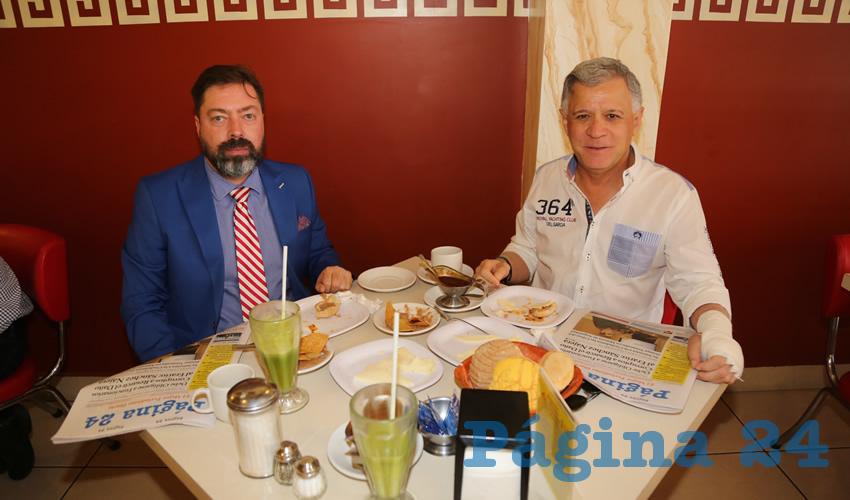En el restaurante Mitla almorzaron Manuel Appendini Carrera, coordinador de prensa de Gobierno del Estado y José Ángel González Serna, presidente del Patronato de la Feria Nacional de San Marcos