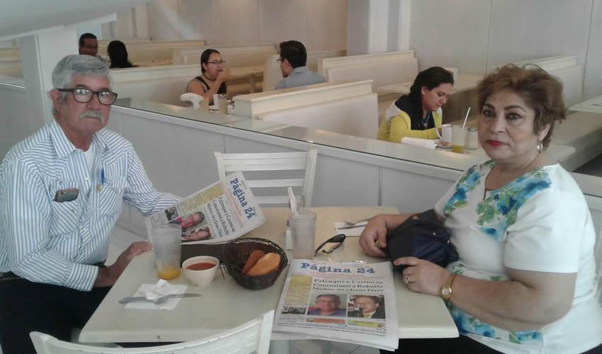 Carlos Ramírez y Silvia de Ramírez tomaron su primer alimento del día en el restaurante Del Centro