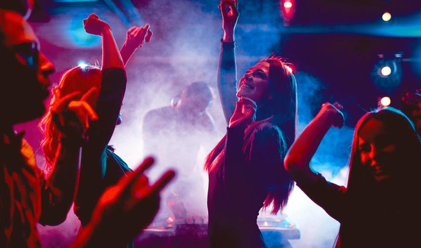 Ríos de alcohol y drogas hasta la madrugada