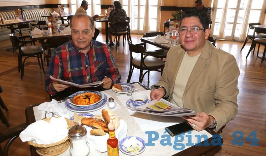 En Sanborns Francia desayunaron Antonio de la Cerda González y Horacio Dávila Villaseca