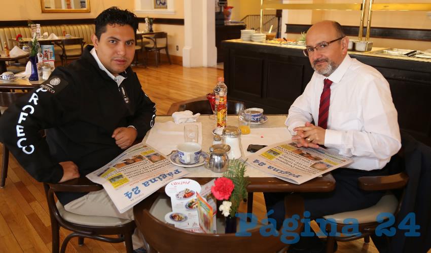 En Sanborns Francia almorzaron Rodrigo Infante de Alba, delegado estatal de Profeco; y Jesús Alberto Gaviño Ortiz, delegado estatal de Migración