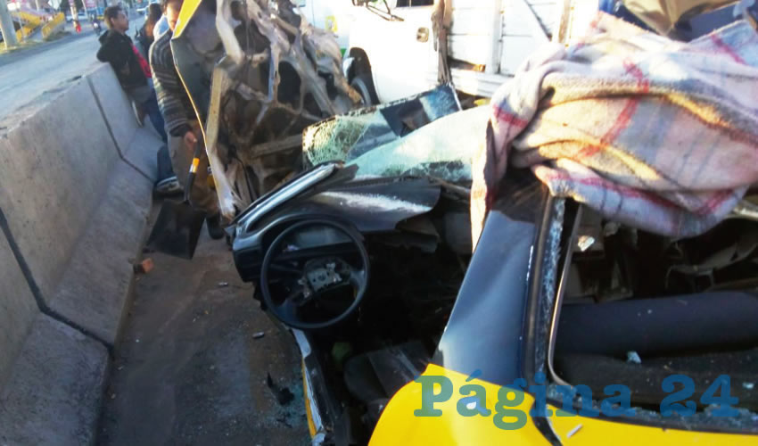 El taxista fue liberado con las quijadas de la vida, luego de quedar prensado en su auto/Fotos: Especial