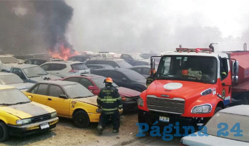 Decenas de vehículos han sido afectados durante un incendio del cual se desconocen las causas/Fotos: Especial