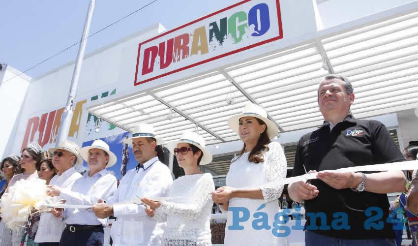 El gobernador de Aguascalientes, Martín Orozco Sandoval, su homólogo de Durango, José Rosas Aispuro, y la presidenta del DIF Estatal, Yolanda Ramírez de Orozco, encabezaron la comitiva