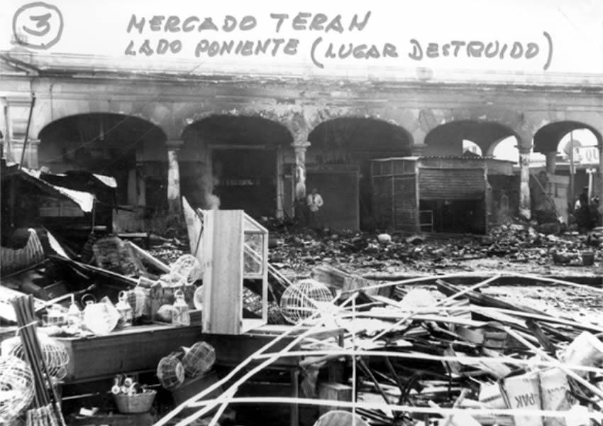 Lado poniente del Mercado Terán, tras un siniestro (Fuente: Gobierno del Estado de Aguascalientes, Fototeca del Archivo Histórico del Estado de Aguascalientes)