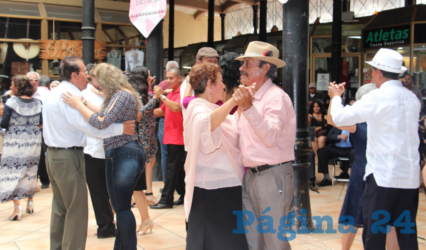 El concierto ofrecido en el Mercado González Ortega, tuvo una buena asistencia del público zacatecano, ya que es concierto tradicional, además siguen la trayectoria de la banda. (Fotos Rocío Castro Alvarado)