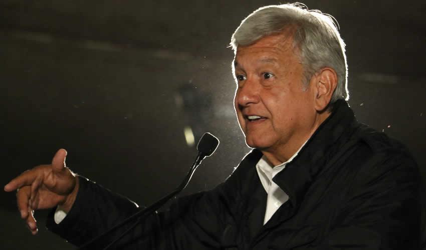 Arropado por Expanistas, López Obrador  Nuevamente Critica el Populismo de Anaya