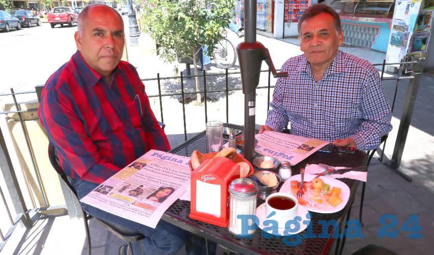 Rafael Ramos Aguilera, delegado nacional de Maestros por México AC; y Javier García Zapata, vocal de la asociación civil en mención; compartieron el pan y la sal en el restaurante Mitla