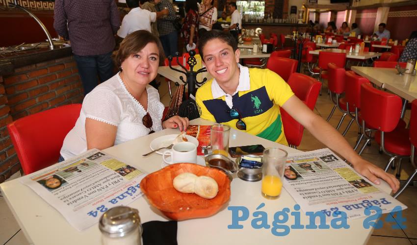 En el restaurante Mitla almorzaron Rosario Rivera Trejo y Mario Rodríguez Rivera, que nos visitan de Querétaro