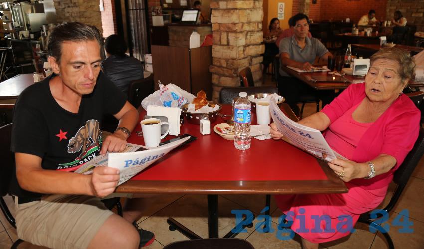 En Las Antorchas desayunaron Ricardo Fuentes Fuentes y Esther Fuentes Vázquez