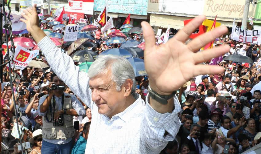 Rioverde, San Luis Potosí.- AMLO dijo que usará sus facultades como titular del Ejecutivo para que no se aplique ninguna acción en contra del magisterio (Foto: Saúl López/ Cuartoscuro)