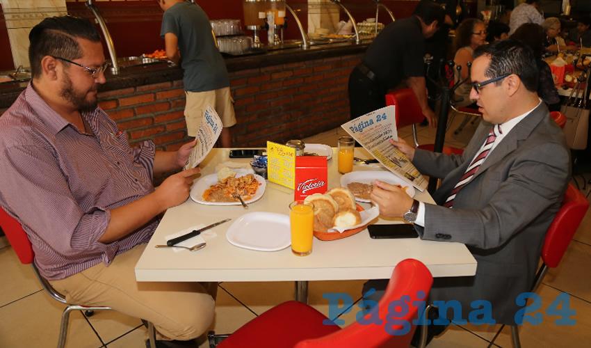 En el restaurante Mitla almorzaron Juan Delgado Lara y Jaime Gerardo Beltrán Martínez, secretario del Ayuntamiento