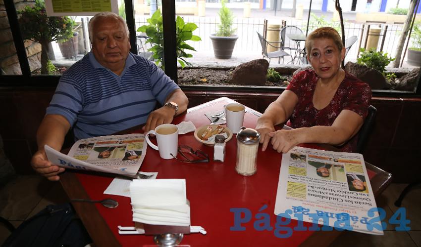 """En Las Antorchas desayunaron Ramón Jiménez Peñaloza, primer voluntario del DIF Municipal; y Arturo Macías """"El Cejas"""", matador de toros"""