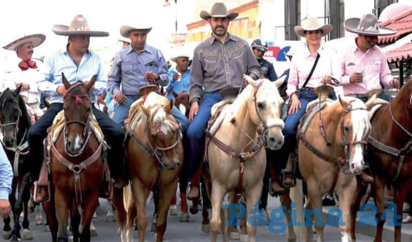 Mientras Zacatecas se desangraba, por la muerte a balazos de varios ciudadanos, el gobernador Alejandro Tello y su esposa Cristina Rodríguez de Tello, disfrutaban de la vida montando a caballo, uno de sus pasatiempos favorito (Foto oficial)