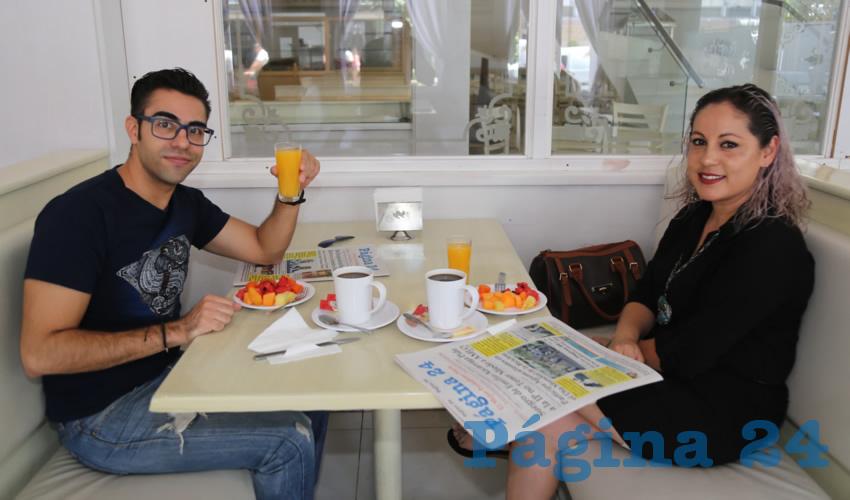 En el restaurante Del Centro compartieron el pan y la sal Raúl Godínez Villegas y Berenice Arellano Oliva