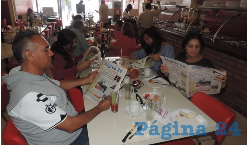 En el restaurante Mitla desayunaron Carlos Durón Estrada, Karla Maricela Durón Martínez, Nadia Durón Martínez y Maricela Martínez Vázquez