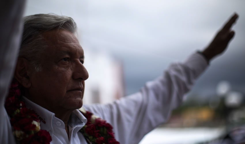 """""""Hay pobreza en general, pero donde hay más pobreza es en los pueblos indígenas de México"""", insistió López Obredor"""