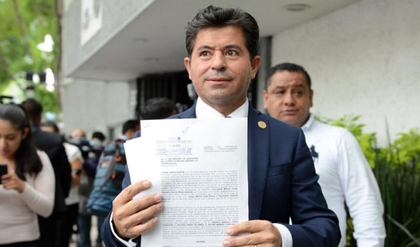 Ciudad de México.- El diputado Jorge López Martín denunció ante la PGR a Andrés Manuel López Obrador por financiamiento ilícito a su campaña (Foto: Especial)