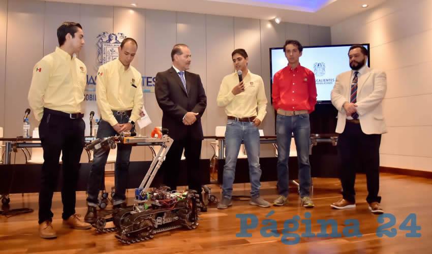El gobernador del Estado, Martín Orozco Sandoval, abanderó a los estudiantes de la Universidad Panamericana, campus Bonaterra, que participarán en la competencia Robocup