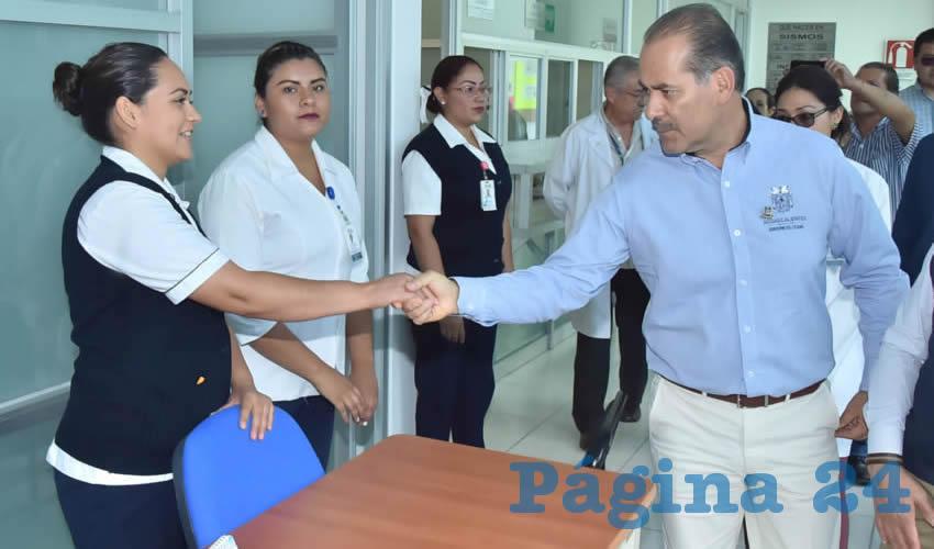 Martín Orozco Sandoval visitó los consultorios y las diferentes áreas con las que cuentan los centros de salud