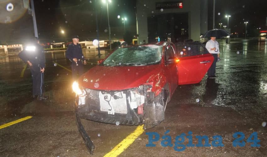 En deplorables condiciones quedó el auto Nissan Sentra de José Carlos Guerrero Blancarte