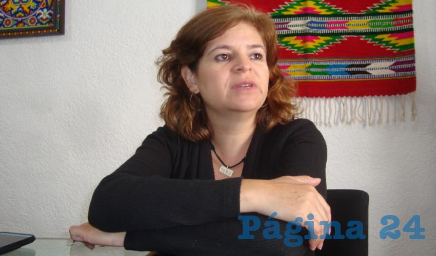 """Rosa Elvira Campos Álvarez, subsecretaria de Desarrollo Artesanal: """"Se espera que sea una representación de casi todos los municipios más fuertes de artesanías, para que haya de todas las ramas artesanales"""". (Foto: Merari Martínez)"""