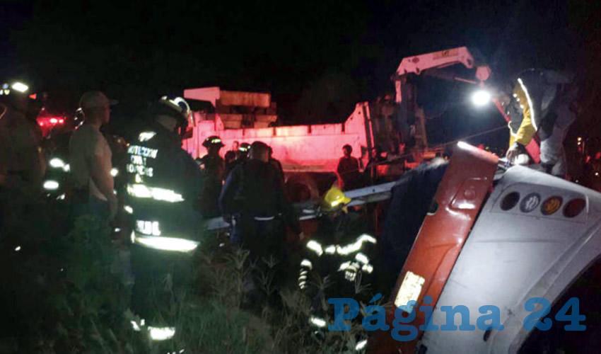 Fueron 45 personas heridas tras volcadura de camión