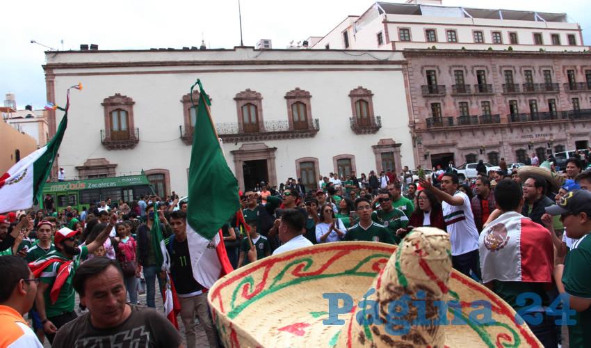 Celebran el Triunfo de la Selección Mexicana de Futbol