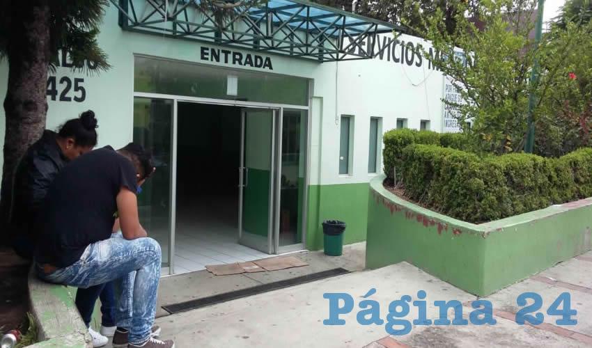 Deficiente servicio en  la Cruz Verde Tonalá