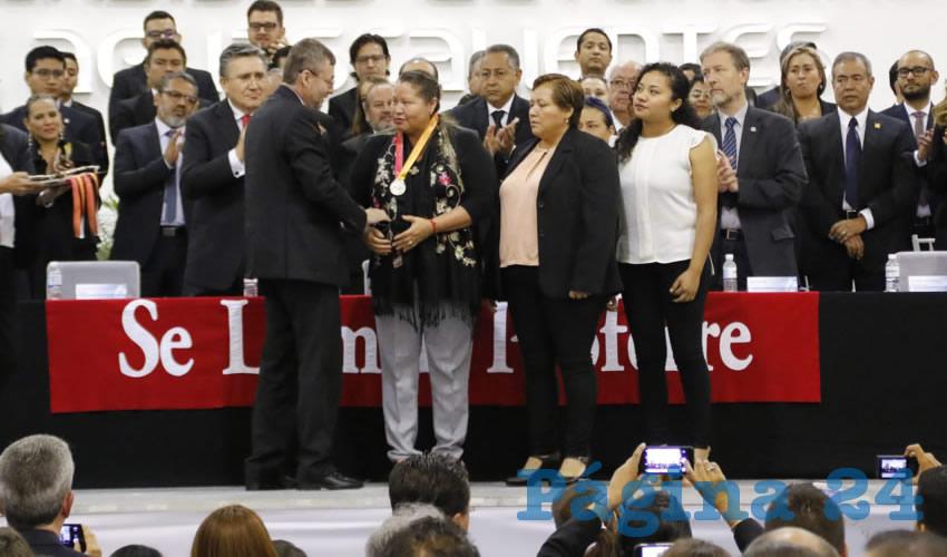 Entrega el Doctorado Honoris Causa a Las Patronas la Universidad Autónoma
