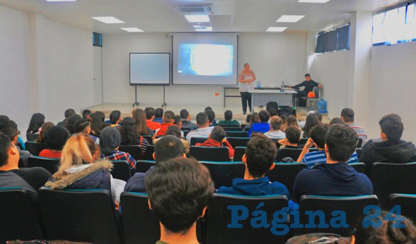 La UTNA Brinda Pláticas a Alumnos Contra el Bullying