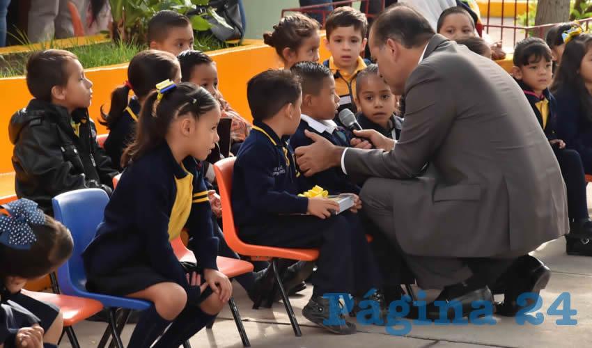 Visitó el Gobernador Martín Orozco Sandoval Jardín de Niños UNICEF